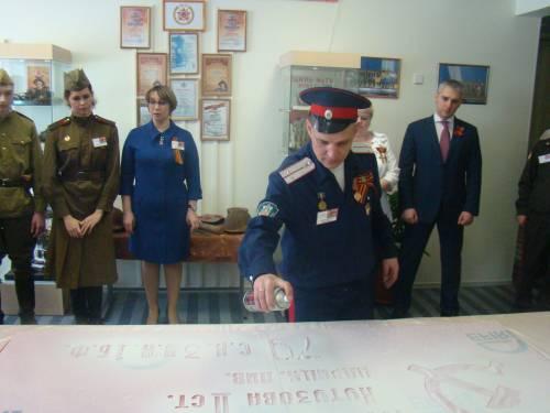 Тишкин Д.А. изготавливает копию Знамени Победы