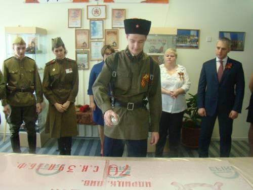 Хизов М. изготавливает копию Знамени Победы